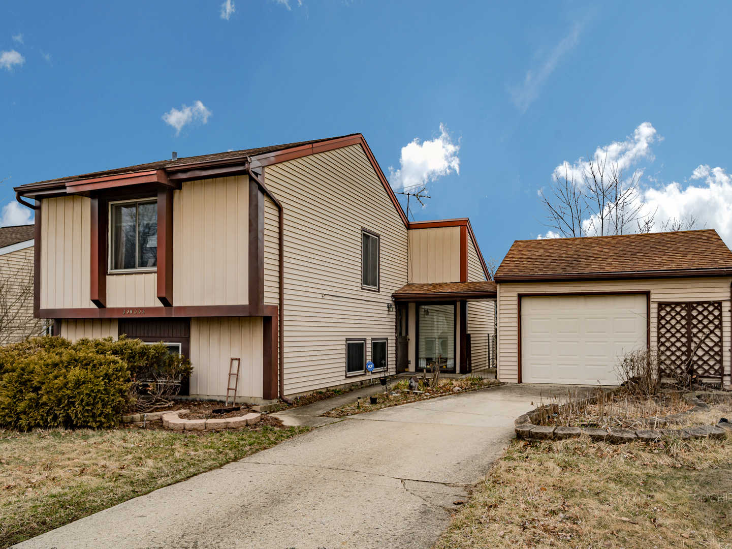 30w008 Danbury ,Warrenville, Illinois 60555